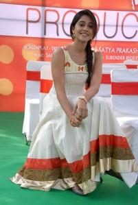 Chennai-Beauty-Regina-Cassandra-UHQ-Photos-in-Salwar-2