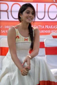 Chennai-Beauty-Regina-Cassandra-UHQ-Photos-in-Salwar-3