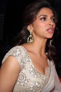 Deepika-Padukone-Spicy-Transparent-Saree-Photos-2