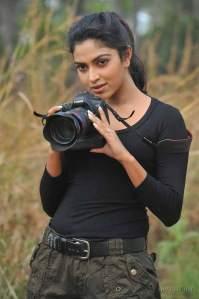 amala-paul-hot-black-dress-stills-1