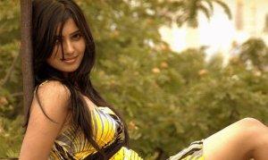 samantha-in-yellow-old-photoshoot-no-watermark-11
