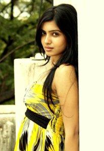 samantha-in-yellow-old-photoshoot-no-watermark-12