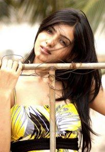 samantha-in-yellow-old-photoshoot-no-watermark-5