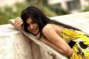 samantha-in-yellow-old-photoshoot-no-watermark-6