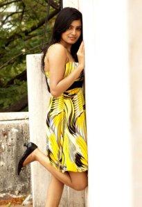 samantha-in-yellow-old-photoshoot-no-watermark-7